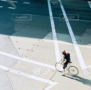 通りを歩く人々 のグループの写真・画像素材[815498]