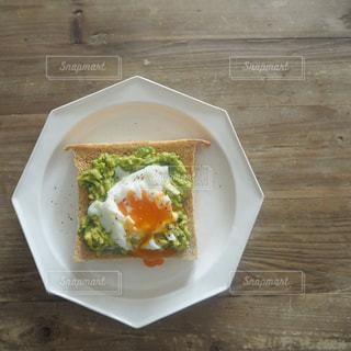 女子ウケ最強アボカド卵トーストの写真・画像素材[1239204]