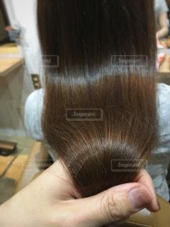 艶髪を持つ写真の写真・画像素材[903371]