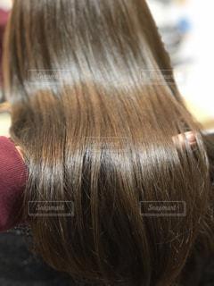 ツヤのある髪のアップの写真・画像素材[968067]