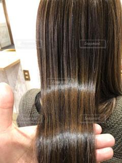 カラー後のツヤツヤの髪の写真・画像素材[1049939]