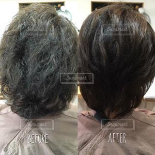ゴワつきのある広がる髪がまとまる艶髪になるビフォーアフター写真の写真・画像素材[1526977]