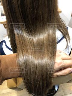 ツヤのあるハイトーンカラーの髪の写真・画像素材[3120693]