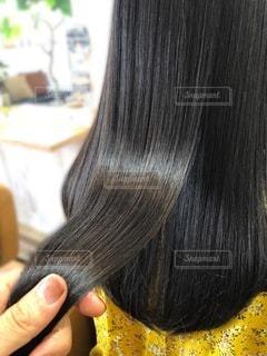 ツヤ髪を握るの写真・画像素材[3615992]