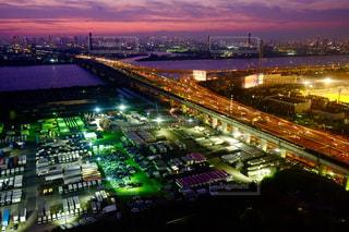 夜の街の景色の写真・画像素材[819537]