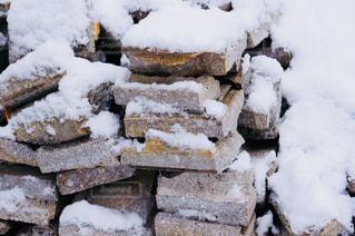 ブロックに積もる雪の写真・画像素材[821148]