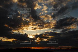 暗い曇り空の雲の写真・画像素材[817516]