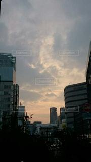 都市の高層ビルと夕暮れの写真・画像素材[817794]