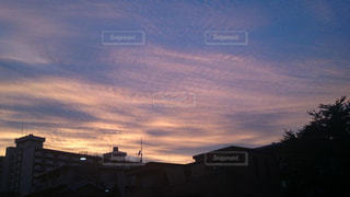 夕暮れ時の都市の景色の写真・画像素材[845605]