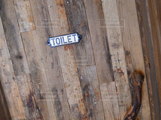 木の棒上の標識の写真・画像素材[879309]