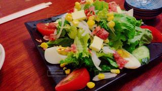 テーブルの上に食べ物のプレート - No.821151