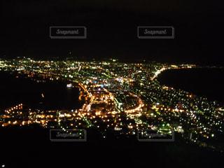 夜の街の景色の写真・画像素材[818149]
