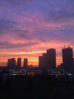 夕暮れ時の都市の景色の写真・画像素材[819172]