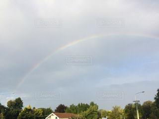 フィールドに虹がかかったの写真・画像素材[819478]