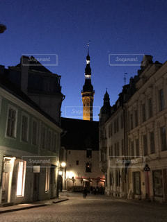 夜のタリン旧市街の写真・画像素材[842764]