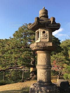 六義園の灯篭の写真・画像素材[875477]
