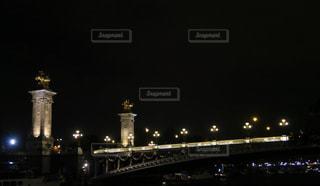 ライトアップされた橋の写真・画像素材[875015]