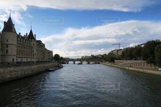 セーヌ川にかかる橋の写真・画像素材[876359]