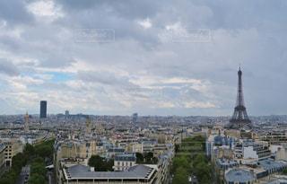 凱旋門から見たエッフェル塔の写真・画像素材[876360]