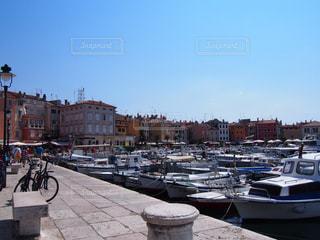 クロアチアの港町ロヴィニの写真・画像素材[889694]