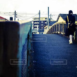 黄昏の散歩道の写真・画像素材[990164]