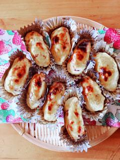 皿の上の食べ物の写真・画像素材[858954]