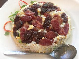 近くのピザのスライスを皿の料理の写真・画像素材[844983]
