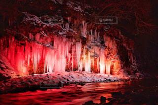 真っ赤な氷柱 - No.1008583