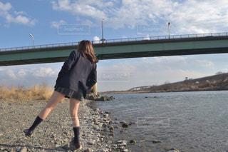 河辺の高校生の写真・画像素材[820868]