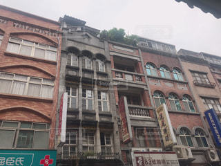 大きなレンガの建物の写真・画像素材[1461895]