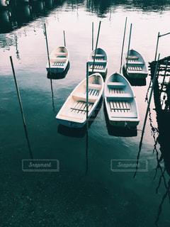 水の上の小さなボートの写真・画像素材[821299]