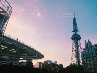 近くの塔のアップの写真・画像素材[823167]
