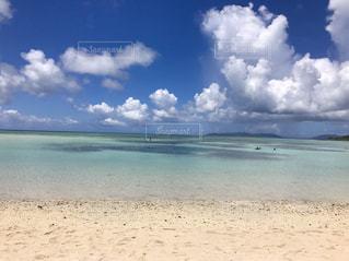 ビーチの砂の上の雲の写真・画像素材[821742]