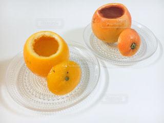 コーヒー1杯とオレンジジュース1杯の写真・画像素材[2316576]