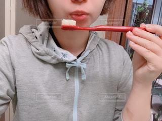 歯を磨く人の写真・画像素材[1759477]