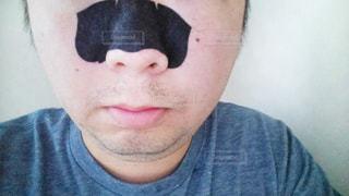 鼻パックをしてる男性の写真・画像素材[1848514]