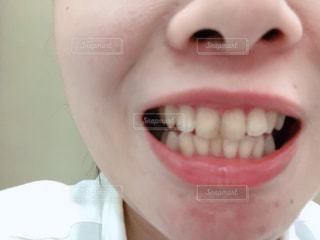 歯を磨く人のクローズアップの写真・画像素材[2175446]