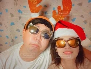 帽子と眼鏡をかけている女性の写真・画像素材[2733030]