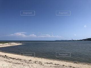 水域の隣の砂浜の写真・画像素材[3192532]