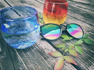 テーブルの上に水を1杯入れの写真・画像素材[3297005]