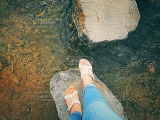 岩の上での写真・画像素材[3799438]