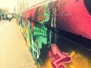 道端のおしゃれな壁絵2の写真・画像素材[823081]