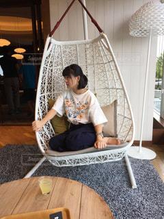 椅子に座ってるみー - No.823023
