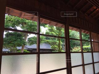 大きな窓の景色 - No.823039