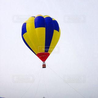 空に大きなバルーンの写真・画像素材[824807]