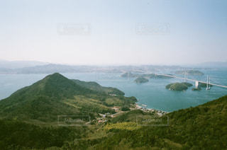 背景の山と水体の写真・画像素材[823739]