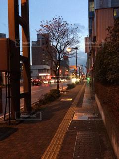夕方の帰り道の写真・画像素材[834514]