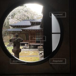 田母沢御用邸 丸の景色窓の写真・画像素材[1192556]
