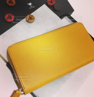 黒と黄色のオブジェクトの写真・画像素材[825376]