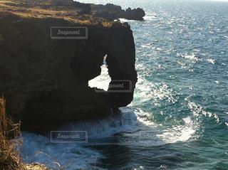 背景の山と水体の写真・画像素材[857046]